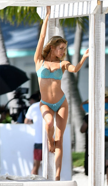 Hot girls Stella Maxwell sexy bikini at Islamorada beach 7