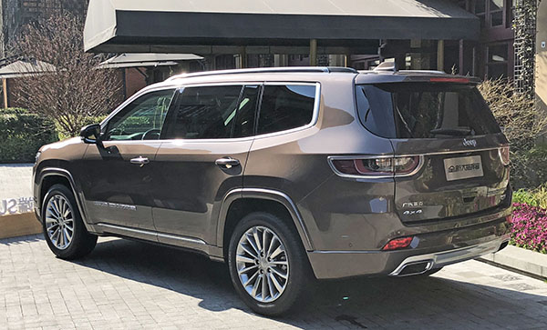 Burlappcar: How about more pictures of the 2019 Jeep Grand ...
