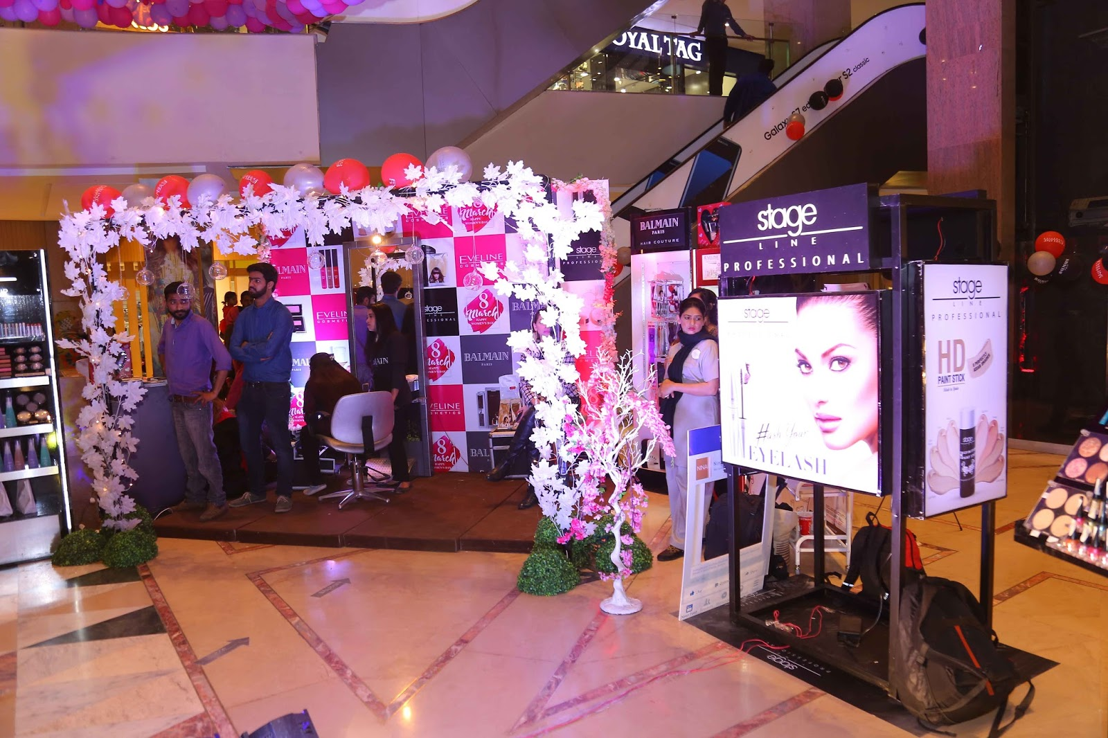 Fakhra rafique 39 s blog stage line pakistan holds the for Nina g salon lahore