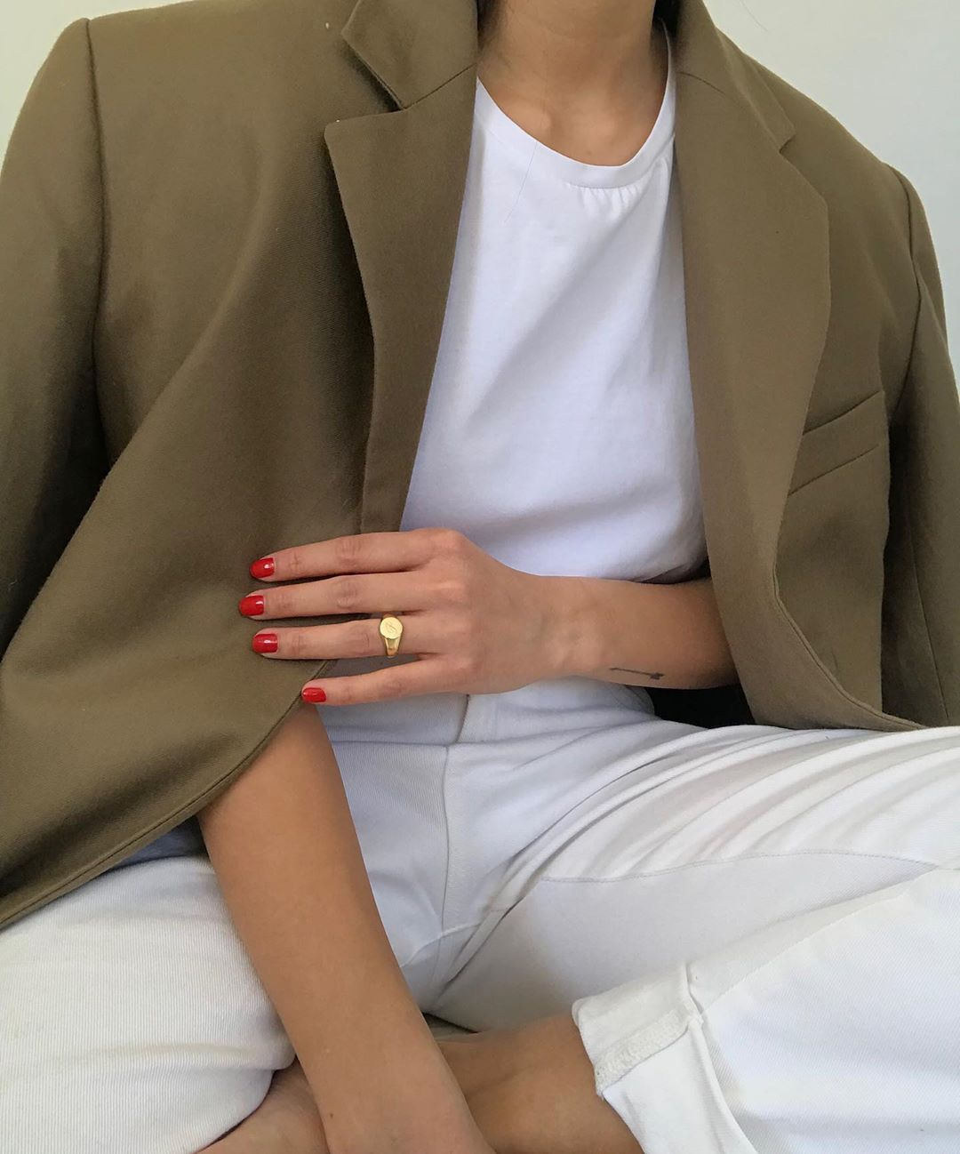 Neutral Blazer Fall Outfit Idea — Tan Jacket, White T-Shirt and Ivory Jeans