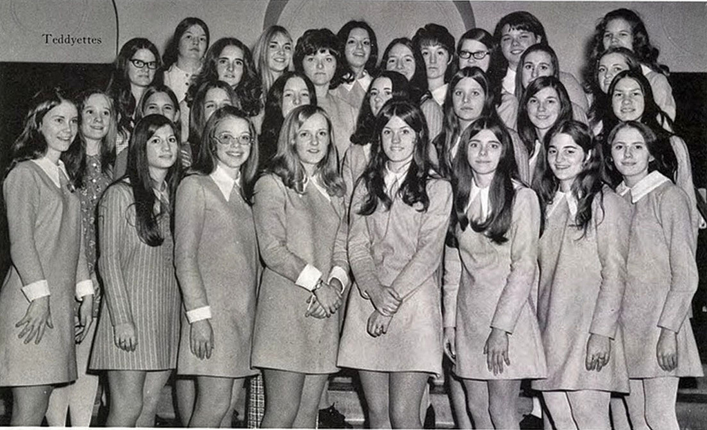 Vintage Photos of School Girls in Uniform Miniskirt ... Everyday Hairstyles For Teenage Girls