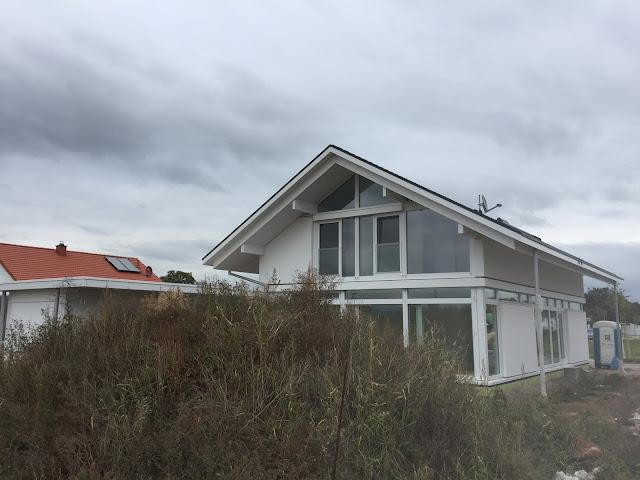 Modularen Haus / modum Haus vom Garten aus gesehen.