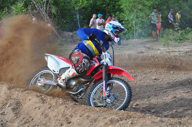 Resultado de imagem para piloto de motocross BOLA SOBRAL