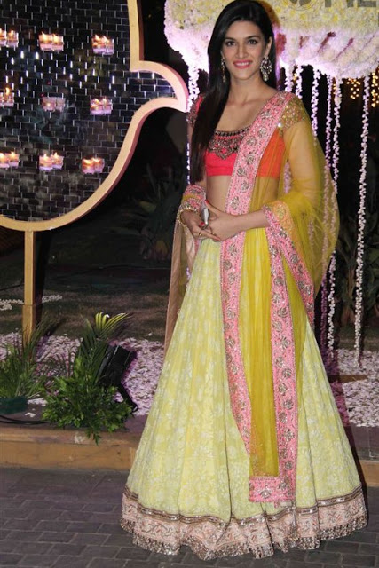 Bollywood Beauty Kriti Sanon Attends to Grand Wedding Reception of Ridhi Malhotra