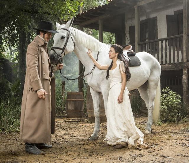 Cena Novela Rubião e joaquina (andrea horta) figurino vestido branco