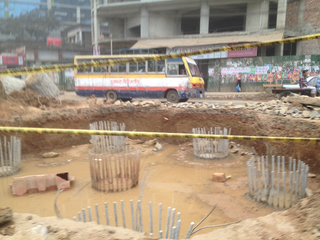 hole for Moghbazar Flyover