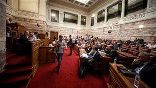 Ο βουλευτής που ανέβηκε στο βήμα της Βουλής μιλώντας στο κινητό… – Βίντεο