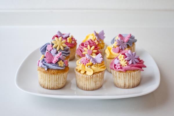 Paso A Paso Horneado Y Decorado De Cupcakes Y Cupcakes De