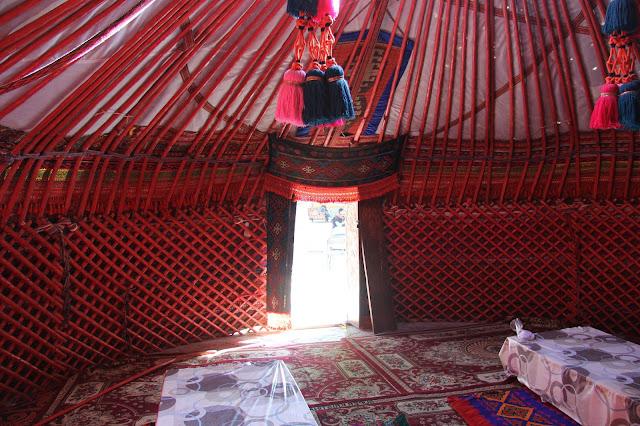 Kirghizistan, Och, yourte, © L. Gigout, 2012
