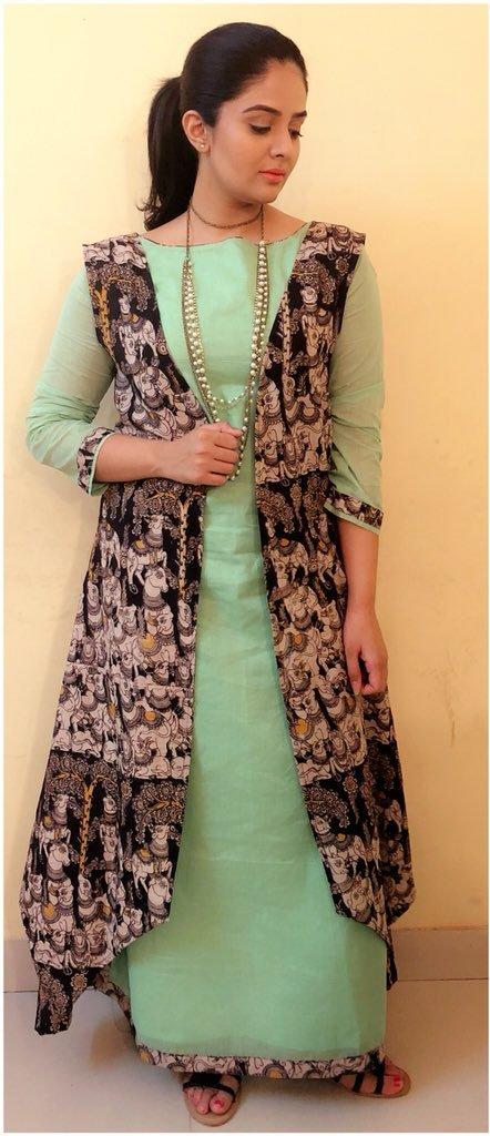 Indian TV Actress SreeMukhi Photoshoot In Green Gown