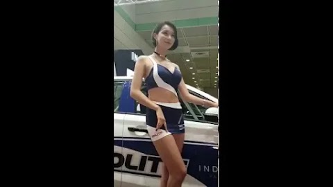 Video: Asian girl wearing sexy outfit at the car event show [1:13]