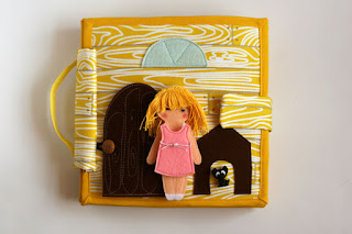 Travel dollhouse busy book with felt paper doll- Кукольный домик
