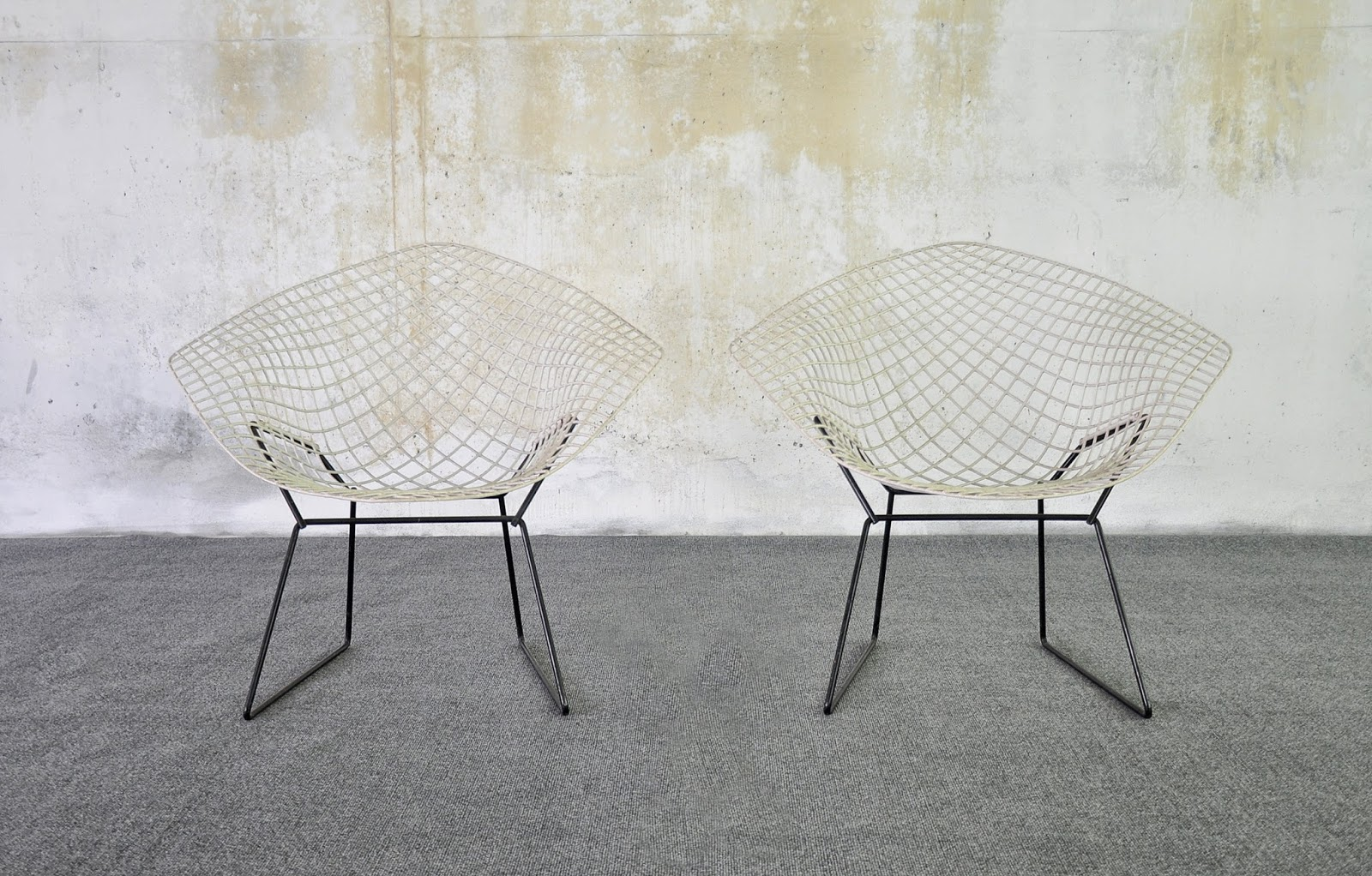 Brilliant Select Modern Pair Of Harry Bertoia Diamond Lounge Chairs Alphanode Cool Chair Designs And Ideas Alphanodeonline