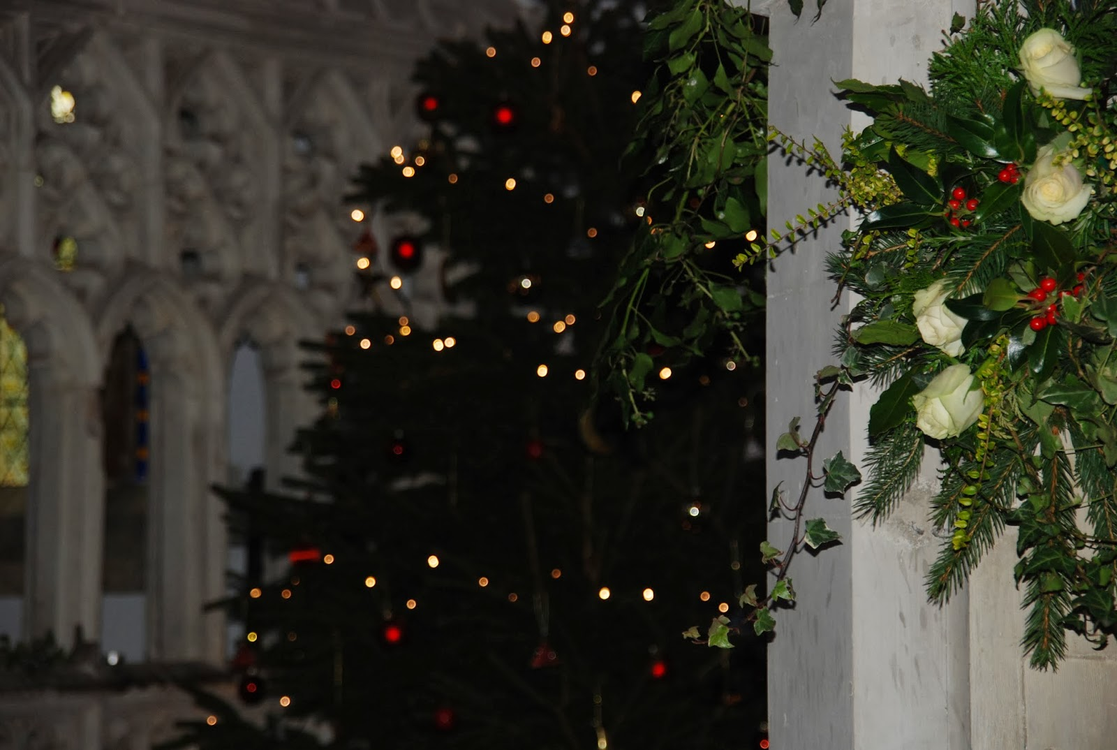 church, christmas tree, flower arrangement, http://www.madmumof7.com