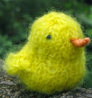 http://translate.google.es/translate?hl=es&sl=en&tl=es&u=http%3A%2F%2Fwww.naturalsuburbia.com%2F2011%2F02%2Fmamma4earth-easter-chicken-knitting.html