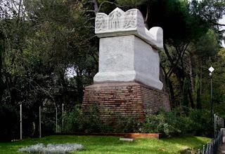 """La """"tomba di Nerone"""" su via Cassia"""