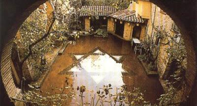 """Escribe el poeta madrileño, de raíces andaluzas, Jorge de Arco este emotivo verso: """"No tengo otra moneda que el recuerdo""""."""