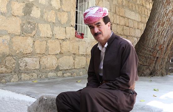 Líder yazidí, en el templo de Lalesh, Kurdistán Iraquí.
