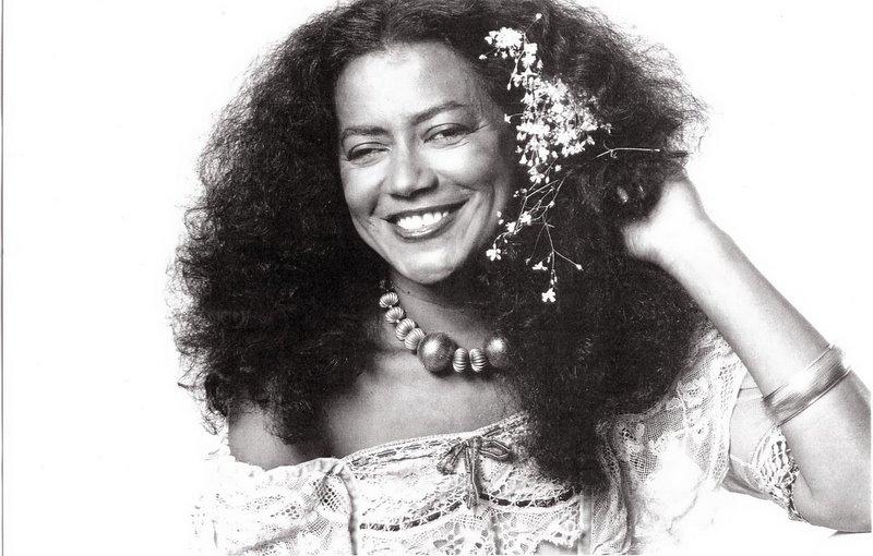 Resultado de imagem para cantora brasileira Nazaré Pereira