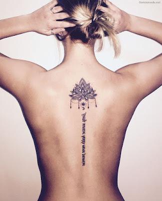Tatuajes en la espalda con frase