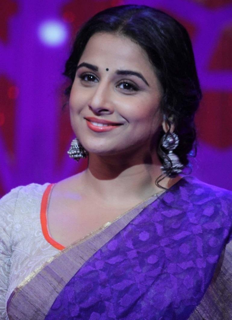 Indian Hot Girl Vidya Balan Long Hair Smiling Face In Violet Saree