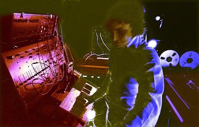 Pierre Salkazanov 'Zanov' frente al sintetizador ARP 2600 en su último concierto ofrecido en la localidad de Villebon-sur-Yvette el 16 de junio de 1978