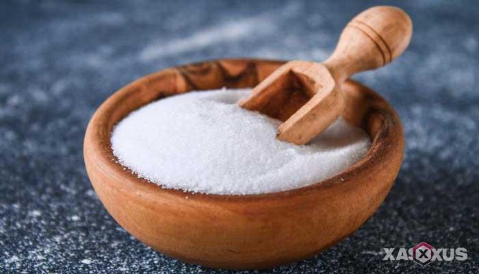 Cara menyembuhkan dan mengobati sariawan dengan air garam