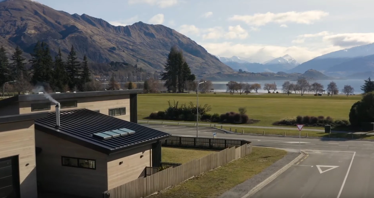 10 Photos vs. 35 Roche Street, Wanaka, Central Otago - High End Home & Interior Design Tour