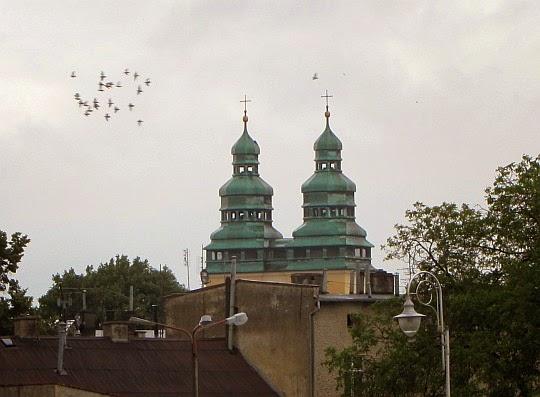 Wieże kościoła św. Wawrzyńca w Głuchołazach.
