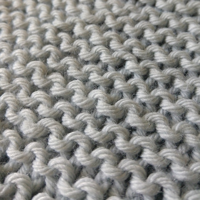 Couverture pour bébé en laine au point mousse par Hello c'est Marine