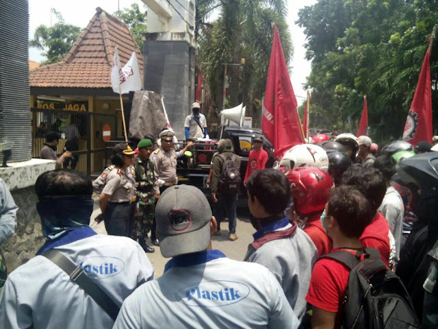 demo_buruh_maspion_macet_surabaya