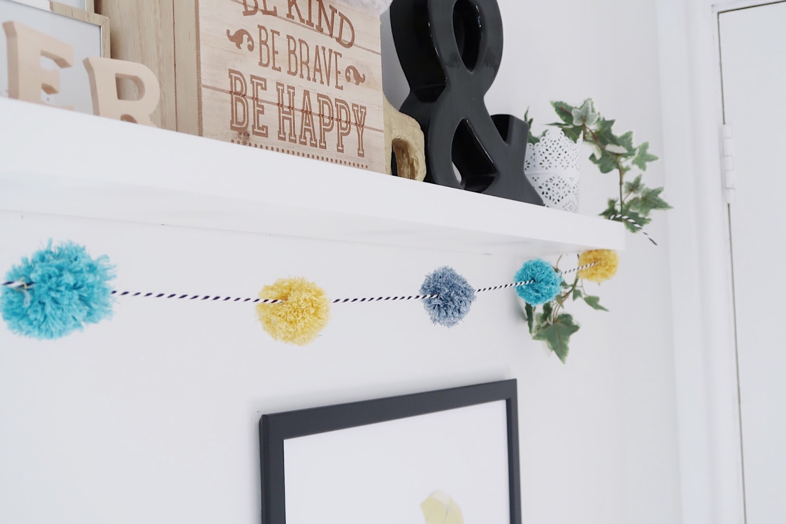 DIY POM POM GARLAND TUTORIAL POM POM FOR NURSERY HOW TO