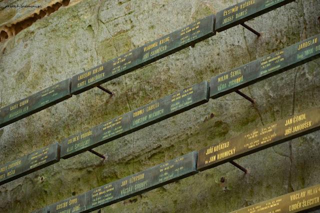 Hruboskalsko-symboliczny cmentarz ofiar gór