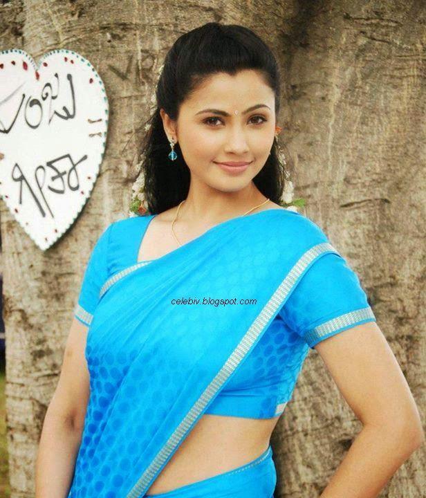 Daisy Shah Hot saree