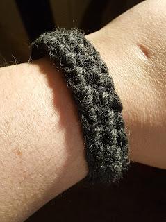 Simple Chunky Crochet Cuff Bracelet - Crazy Crochetin' Mama #pattern #crochet #free