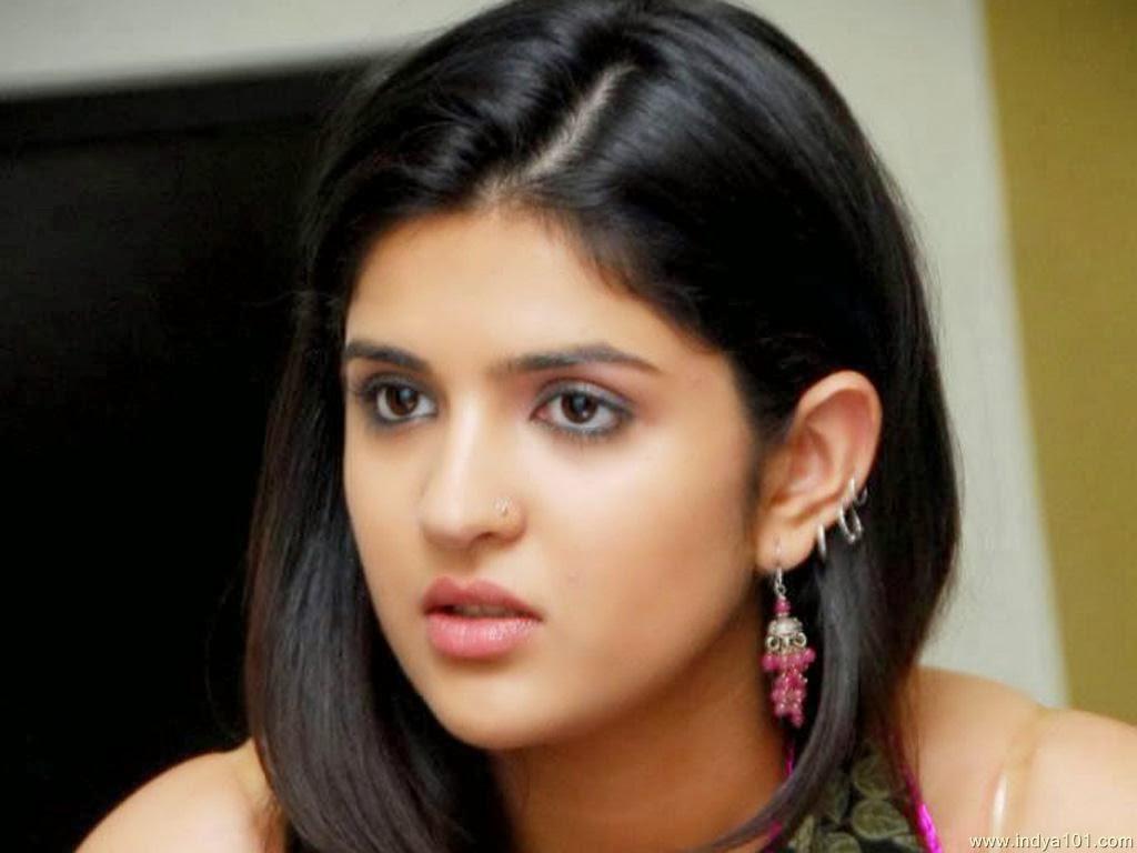 Telugu All Heroines Pictures Wallpapers: Telugu Actress Deeksha Seth HD Wallpapers And News