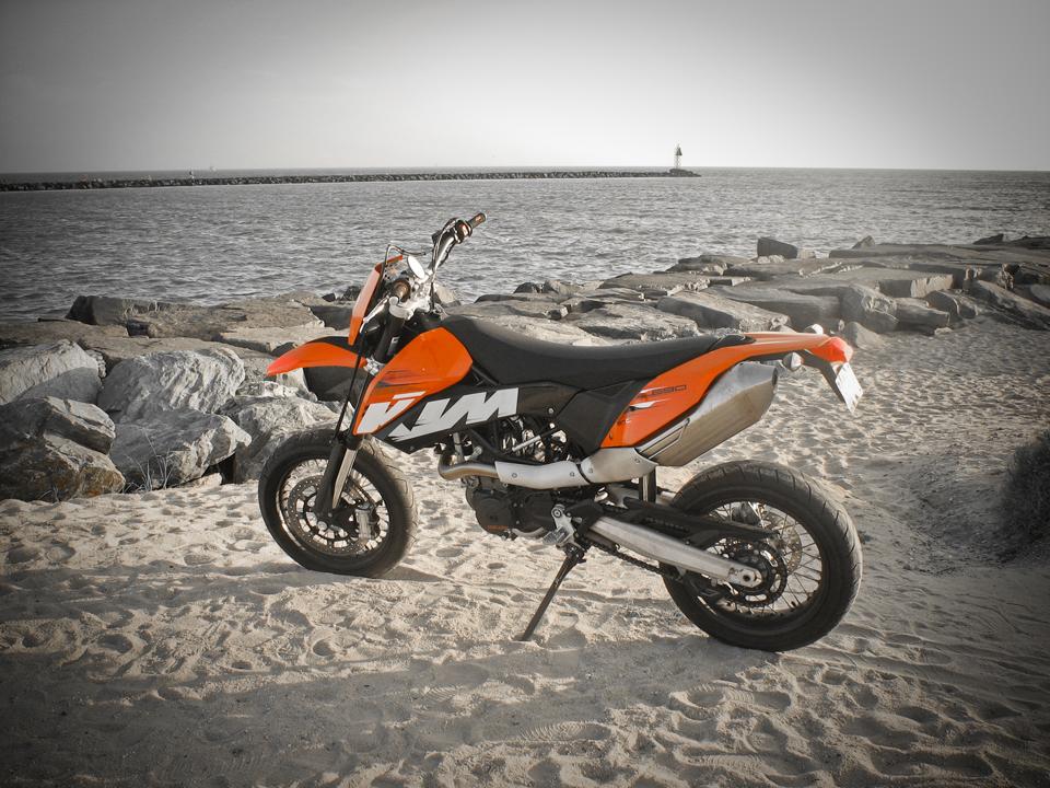 motorcycles updates ktm 690 smc 2011. Black Bedroom Furniture Sets. Home Design Ideas
