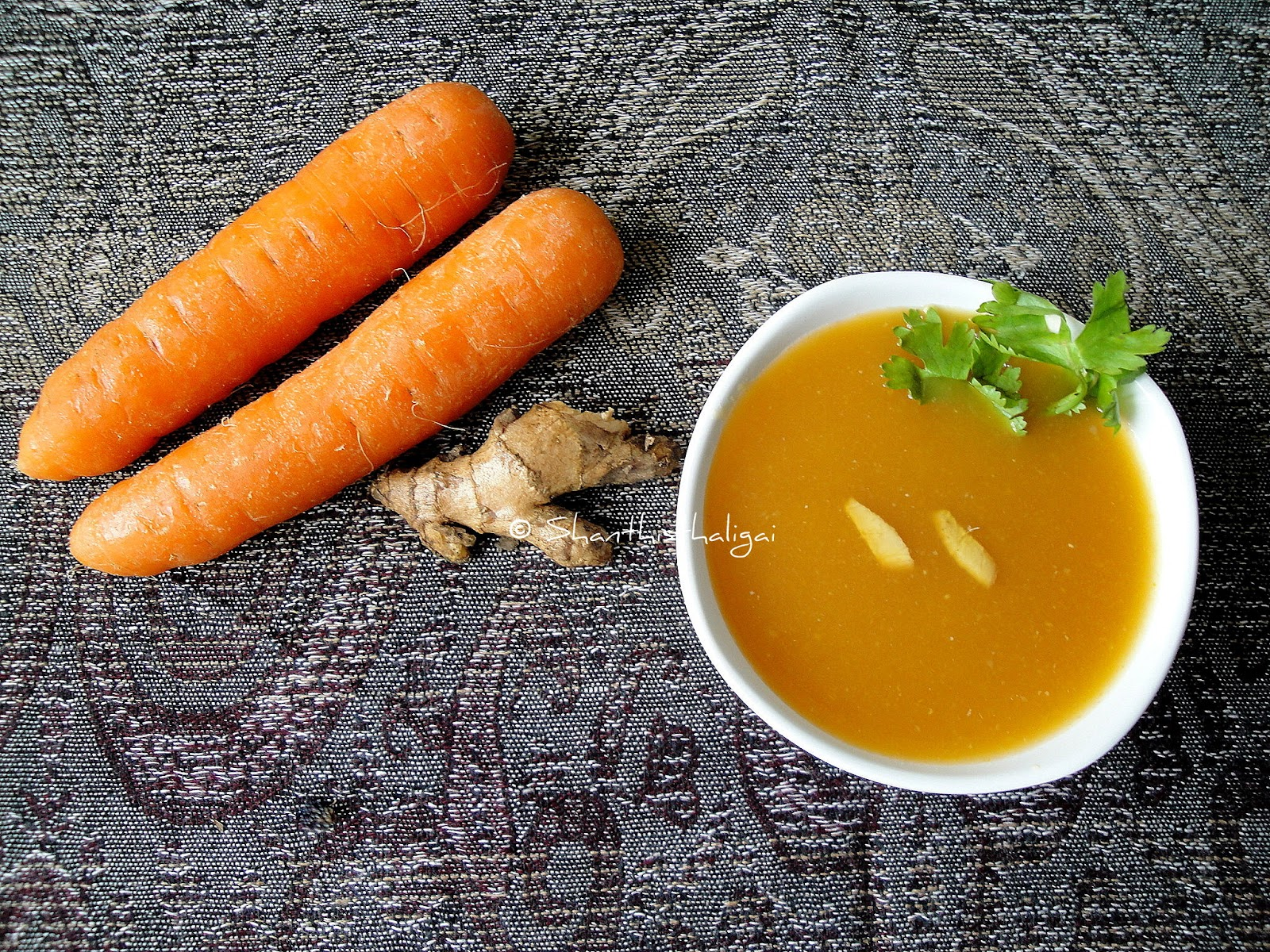 CARROT GINGER SOUP, CARROT AND GINGER SOUP, HOW TO MAKE CARROT GINGER SOUP