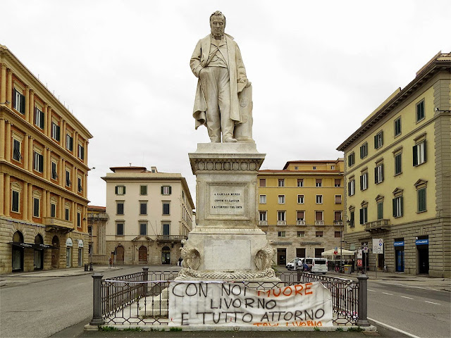 Monument to Cavour with a TRW banner, piazza Cavour, Livorno