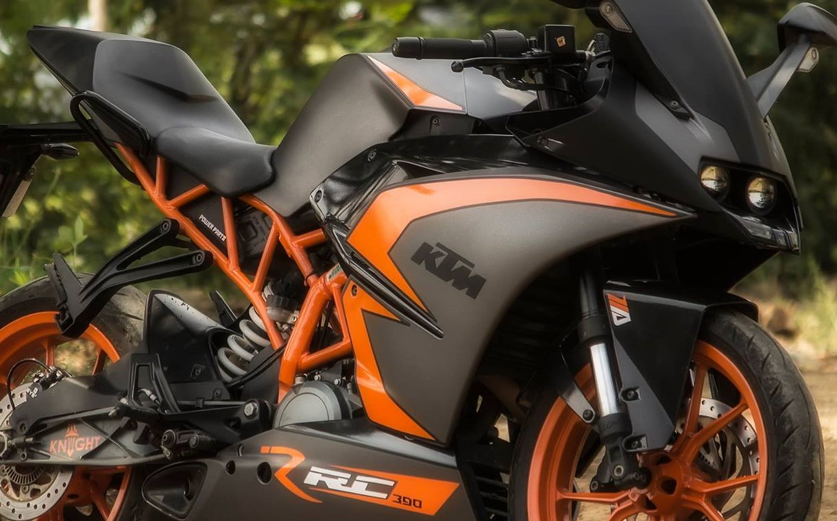 Ktm Rc 200 New Black Colour Model Resembles Rc 390 Model Details Here