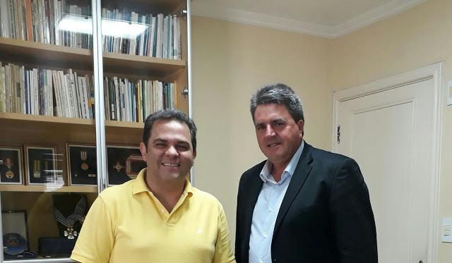Prefeito de Aveiro Vilson Gonçalves é recebido pelo Deputado José Priante em Belém