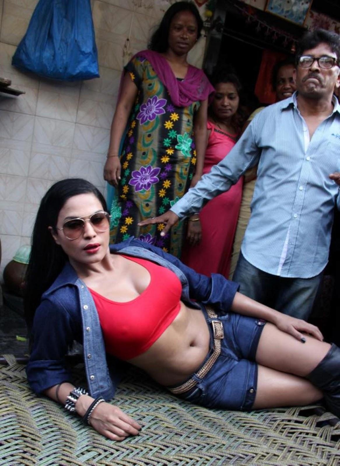 Veena Malik Promoting Zindagi 50 50 At Red Light Area