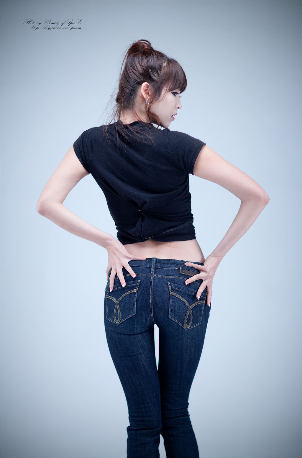 Cute Asian Girl Lee Eun Hye In Black Top And Jeans-2448