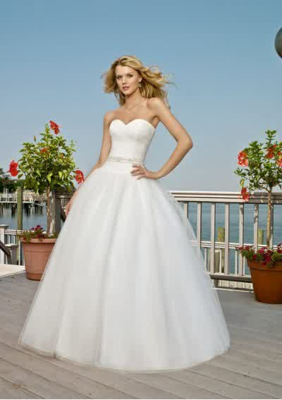Ball Gown Outdoor Wedding Reception | wedding gowns