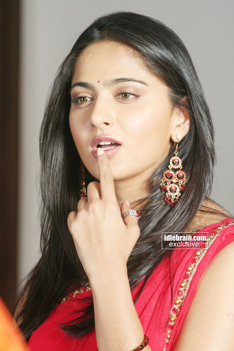 Spicytollywood Latest Telugu Actress Anushka 2012 Hot