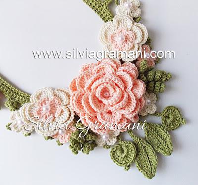 Colar Afrodite Flores Intercaladas