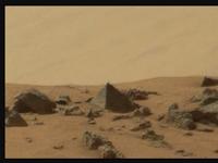 'Piramida' Terlihat Di Permukaan Mars