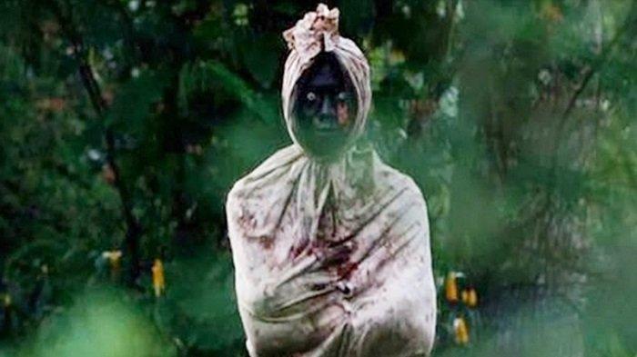 Pura-pura Jadi Pocong, Tertangkap, Lalu Dihukum Tidur di Kuburan