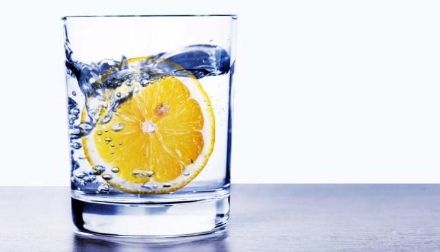 Mitos dan Fakta Tentang Manfaat Air Lemon yang Perlu Anda Ketahui