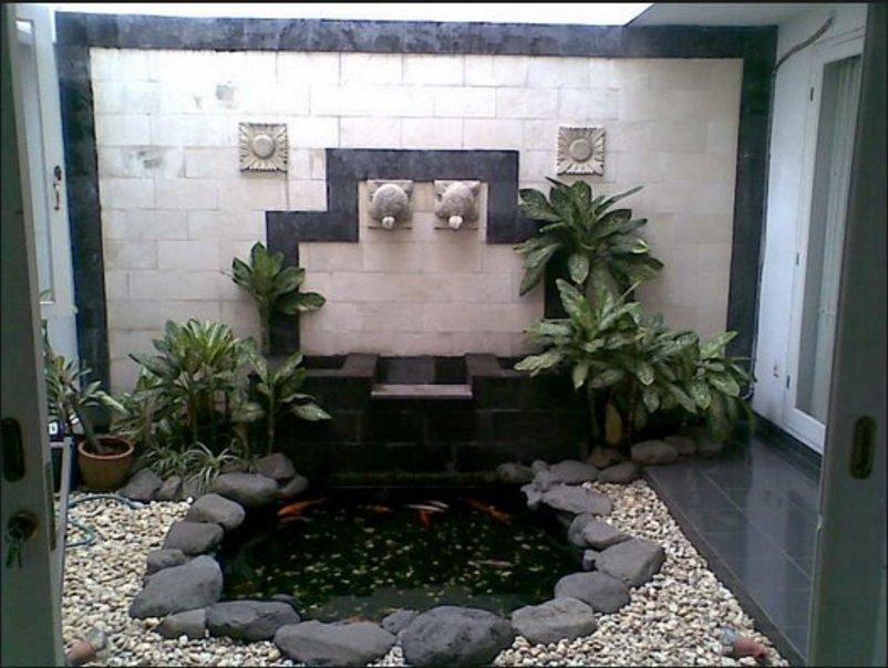 taman dalam rumah minimalis modern terlihat modern